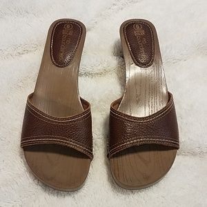 Brown No Boundaries size 6 sandal